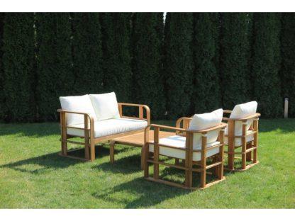 Das 4-teilige Lounge Set Budapest besteht aus einem Sofa, zwei Sesseln und einem Couchtisch. Der aufwendige Rahmen ist aus massivem Akazienholz. Die Rücken- und Sitzkissen sind aus einem wasserabweisenden Stoff genäht.