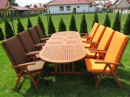 Der Gartentisch Stockholm ist in den Größen 160 oder 210 cm erhältlich. Die XL-Version kann auf 290 cm erweitert werden und schafft für 12 Personen ausreichend Platz. Er ist aus geöltem und wasserabweisendem Eukalyptusholz.
