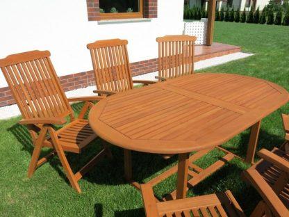 Dank der integrierten Erweiterungsplatte erreicht der Gartentisch eine Länge von 230 cm. Er hat eine schöne Farbe des Eukalyptusholzes. Der Ausziehtisch ist sehr stabil und hat eine Schirmöffnung.
