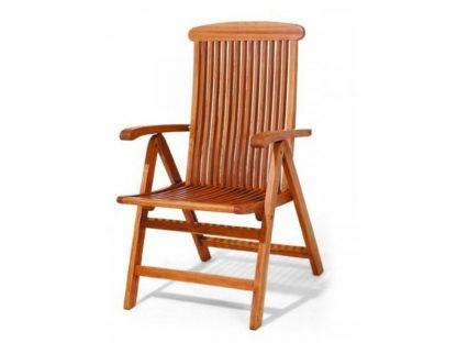 Der Klappstuhl Sydney hat eine ergonomisch geformte Sitz- und Rückenfläche. Das rotbraune Eukalyptusholz wurde mit speziellem Öl behandelt und ist witterungsbeständig.
