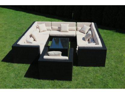 Lounge-Gruppe Madrid aus 7 Modulen besteht aus 4 Eckteilen und 3 Mittelelementen. Das Set aus Polyrattan umfasst einen Sessel und Couchtisch.
