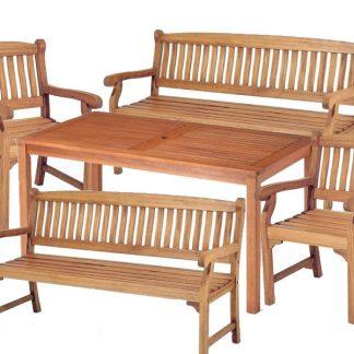 Das Gartenmöbel-Set Dover kann mit Sesseln oder Bänken bestellt werden. Die Möbel sind aus geöltem Eukalyptusholz hergestellt. Dazu können die passenden Auflagen bestellt werden.