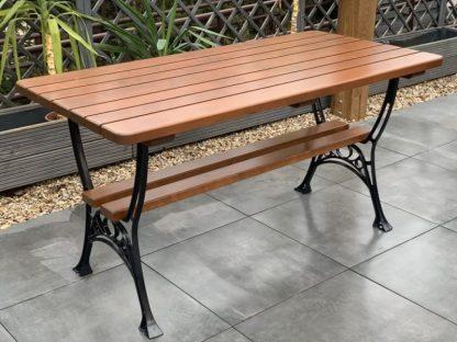 Gartentisch Holz Metallgestell